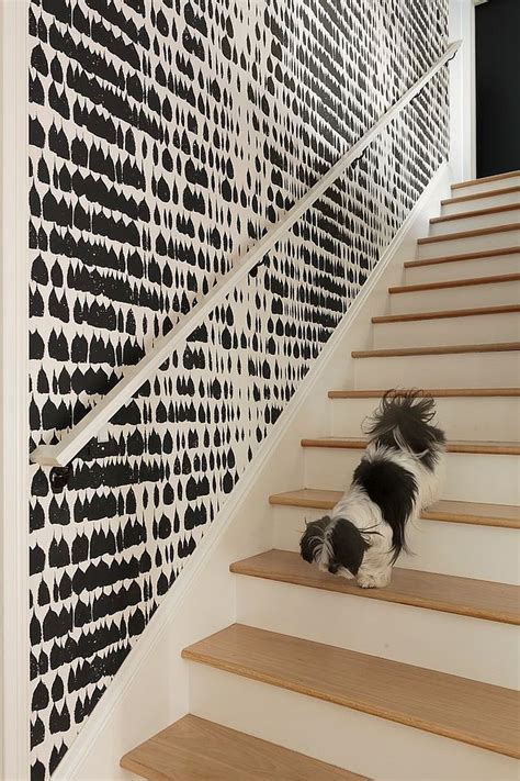 Black And White Graphic Wallpaper Interior | 16 fabulous ideas that bring wallpaper to the stairway
