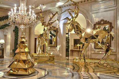 Christmas Homes Decorated by Le Four Seasons Hotel Georges V La Quintessence Du Luxe