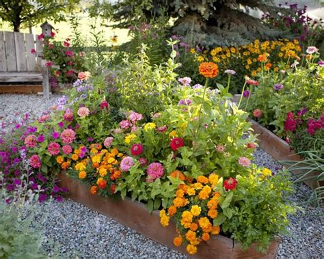 Garden Love Love This Woman S Blog Gardens She Loves Raised Flower Gardens