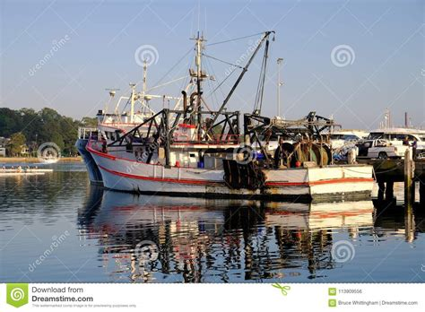 fishing at boat harbour nsw deep sea fishing trawler sydney harbour australia