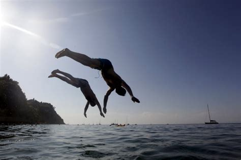 Jump Into The Jumper Trend This Summer by Europe Weather Photos Sunseekers Embrace The Weather