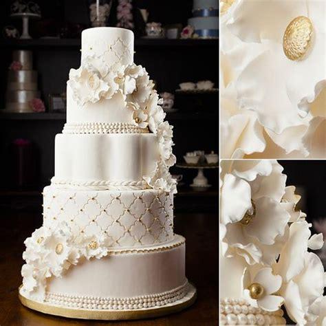 Terbaru Pasta Vanilla Golden Brown white and gold wedding cake holy cakes