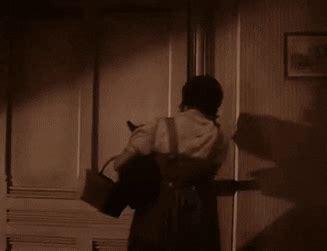 dorothy opens door to oz find make gfycat gifs