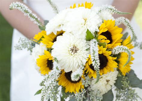 fall flowers wedding beautiful wedding flowers for every season