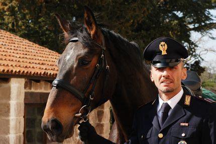 questura di sassari ufficio passaporti a burgos ss inaugurata la scuola di polizia a cavallo