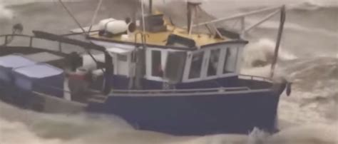 video  ships caught   storm ybw