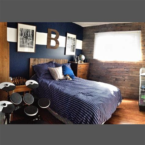 young mans bedroom ideas  pinterest mans bedroom bachelor bedroom  pads  men