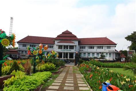 Hardisk External Di Kota Malang taman di sekeliling tugu picture of malang city