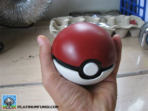 How To Make A Paper Pokeball That Opens - diy guide how to make a pokeball platinumfungi