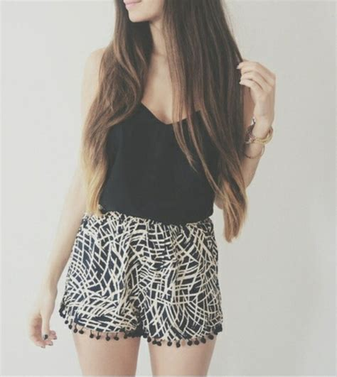 black and white patterned shorts outfit shorts short tank top shirt thin shorts cute summer