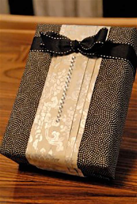 gift wrapping ideas for him 10 formas criativas de embrulhar presentes geekness