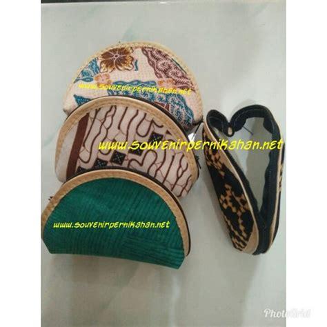 souvenir pernikahan dompet oval motif batik souvenir pernikahan