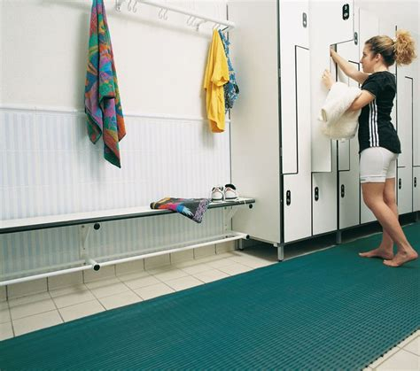 pool changing room ideas best 25 pool changing rooms ideas on pool house bathroom pool bathroom and pool houses