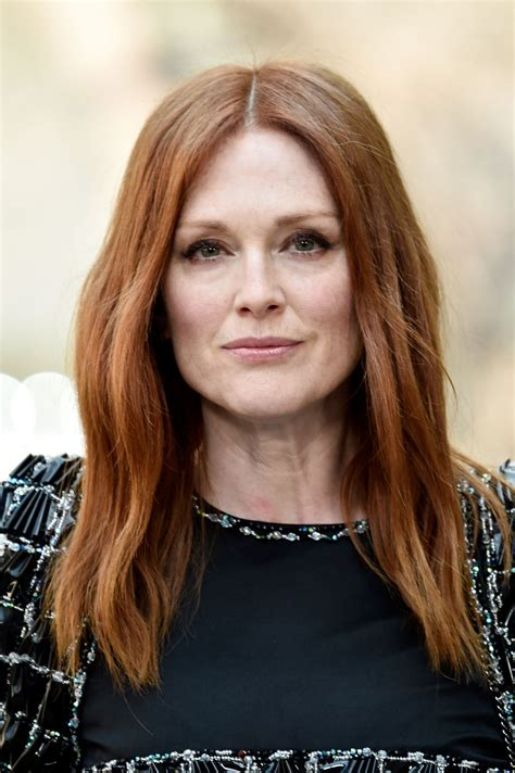 julianne moore julianne moore at chanel fashion show in paris 07 04 2017
