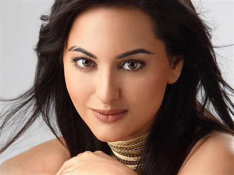bollywood actress unibrow facebook covers for sonakshi sinha 13 24 popopics