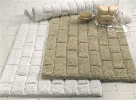 nice bathroom rugs 12 best images about master bathroom accessorizing on
