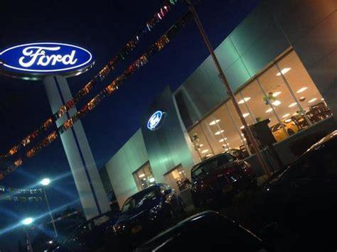 Bill Pierre Ford car dealership in Seattle, WA 98125