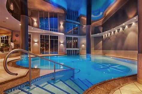 piscina di casate hotel benessere con spa piscine e saune in alto adige