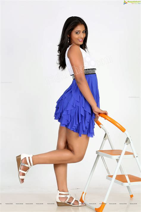 Teja Reddy Upskirt Thunder Thighs Show   Spicy Photos   page 6   Spicy Photos and Videos