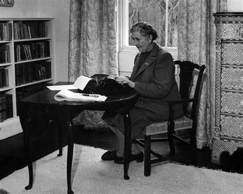 in the shadow of agatha christie classic crime fiction by forgotten writers 1850 1917 books poirot in the study with a ukulele 10 times agatha