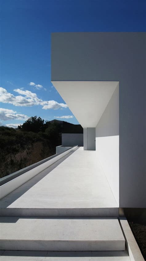 minimal architecture minimal mantra atrium house spain by fran silvestre