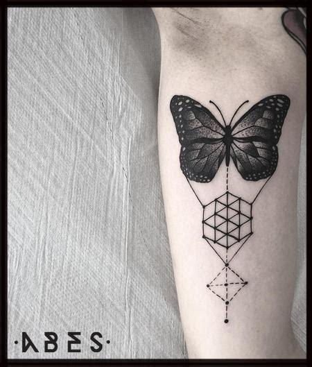 geometric gorilla tattoo off the map tattoo tattoos page 13