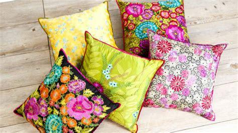 come fare cuscini per divano dalani cuscini decorativi per divano libera la fantasia