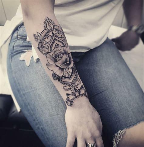 tatuaggi fiori sul braccio 1001 idee per tatuaggi femminili disegni da copiare
