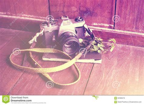 prix d un plancher en appareil photo de style ancien avec le journal intime sur