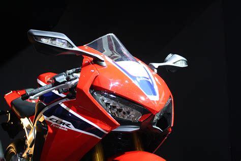 Honda Fireblade SP2 walkaround video   Visordown