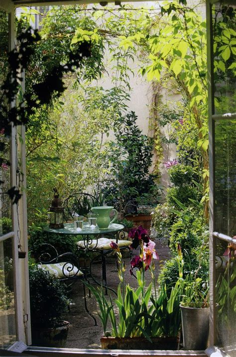 small gardens 1000 ideas about small courtyard gardens on pinterest