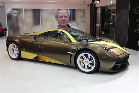 pagani huayra gold golden pagani huayra arrives in japan gtspirit