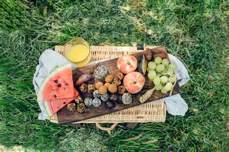 How To Keep Food At Safe Temperatures When Picnicking