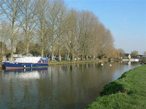 thames river marina river thames by lechlade riverside 169 rich tea cc by sa