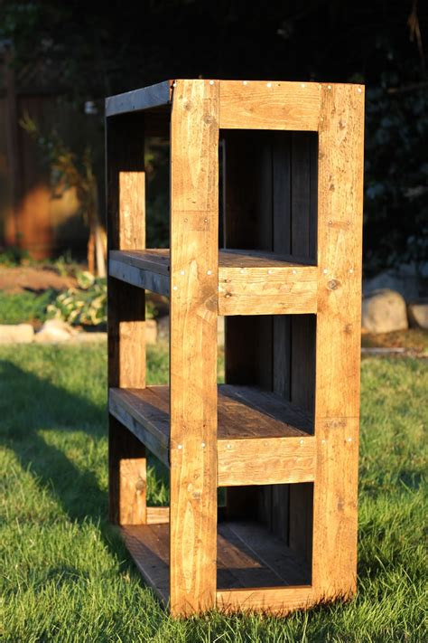 made with that can be felt diy pallet bookshelf