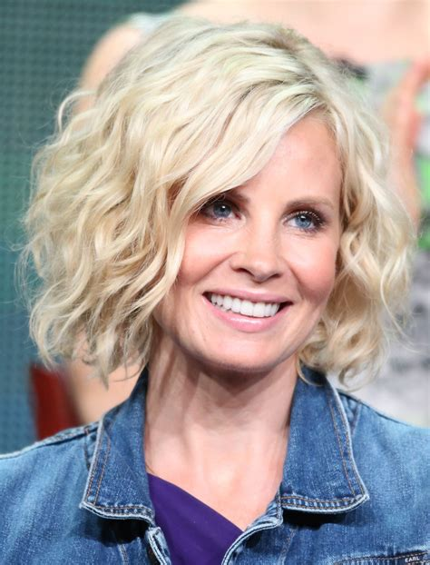 How To Style Short Wavy Cut Like Monica Potter | monica potter hairstyles for the show parenthood picture