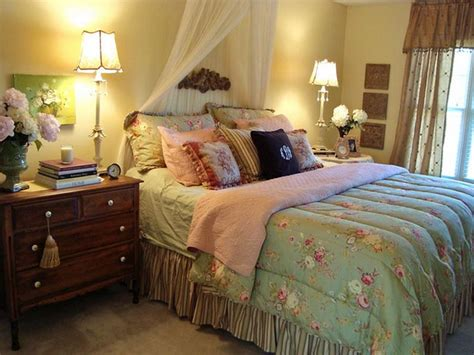 Cottage Bedroom by Bloombety Cottage Style Master Bedroom Decorating Ideas