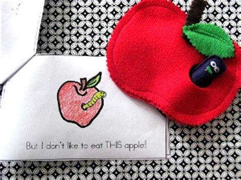 felt worm pattern lowly worm felt apple toy allfreesewing com