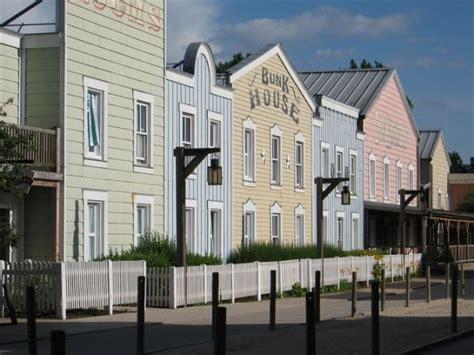 hotel all interno di disneyland la storia degli hotel tematici disney parksmania