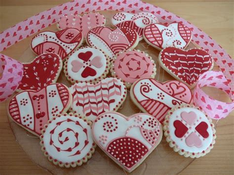 valentines day cookies it s written on the wall let s learn how to decorate