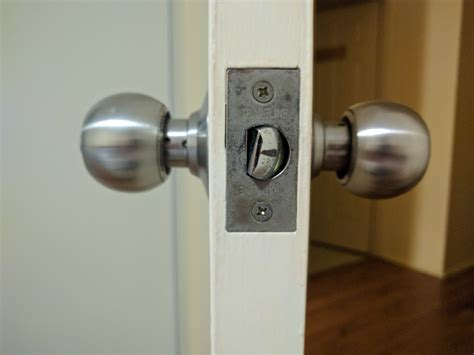 Door Knob Stuck by Lock How To Stop Door Knob Latch From Twisting And