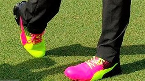 Golfer Heels 268 Rickie Fowler Lights Up The Players In Mismatched Neon