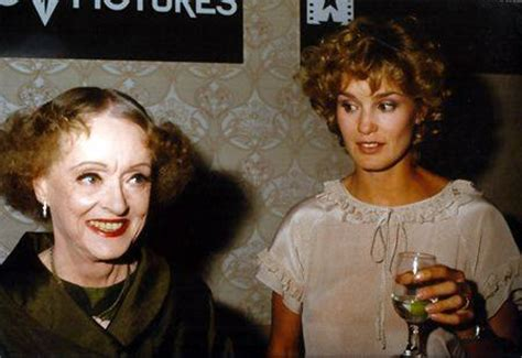 jessica lange and susan sarandon as joan crawford and feud susan sarandon is bette davis jessica lange is joan