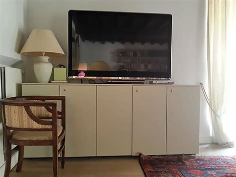 Dish Network Fireplace Channel by Co De Fiori Botticelli Apartment The Sitting Room