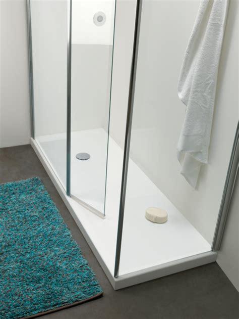 doccia per anziani piatto doccia a filo pavimento per un ambiente bagno senza