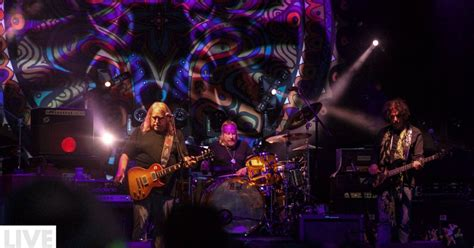 gov t mule guests honor musicians who died in 2016 on gov t mule honors jerry garcia in maine with members of