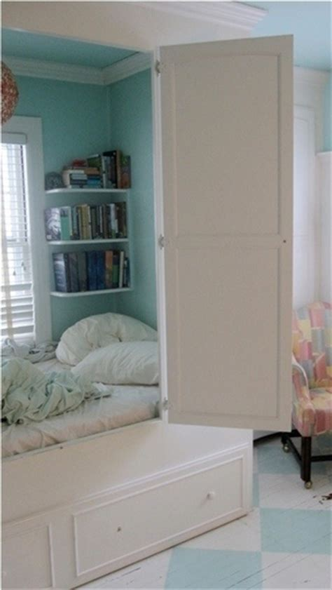 Putting Bed In Closet by Top 17 Ideas About Walls On Colors Foyers And