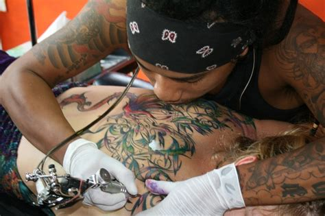 how to get a tattoo someone getting a www pixshark images