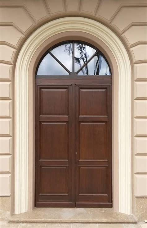 ingresso in legno portoni e portoncini in legno massello infissi arreda