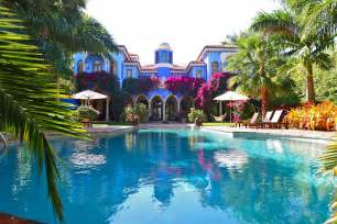 Prefab Kitchen Islands Villa In Miami With Dramatic Moroccan Architecture